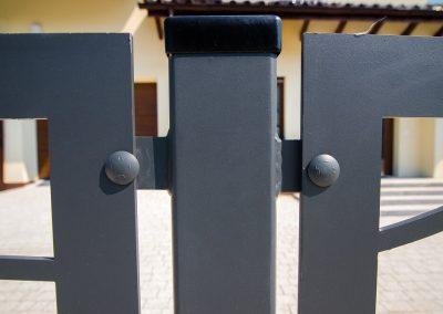 Ogrodzenie-frontowe-KISIELEWSKI-Steel-Design-W007-montaz